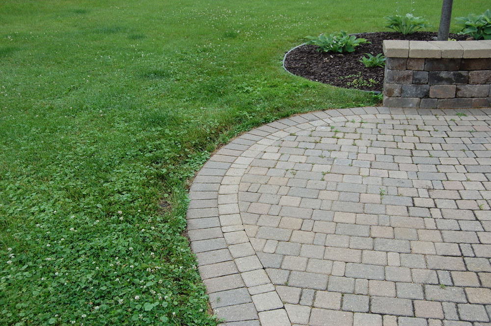 Suburban Home Landscaping Landscape Edging Lawn Edging Paver Edging