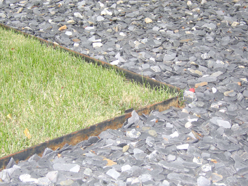 Lawn edging mistakes landscape edging lawn edging for Landscape edging
